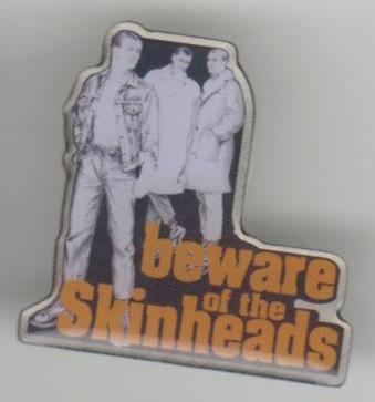 Metall-Pin - Beware of the Skinheads