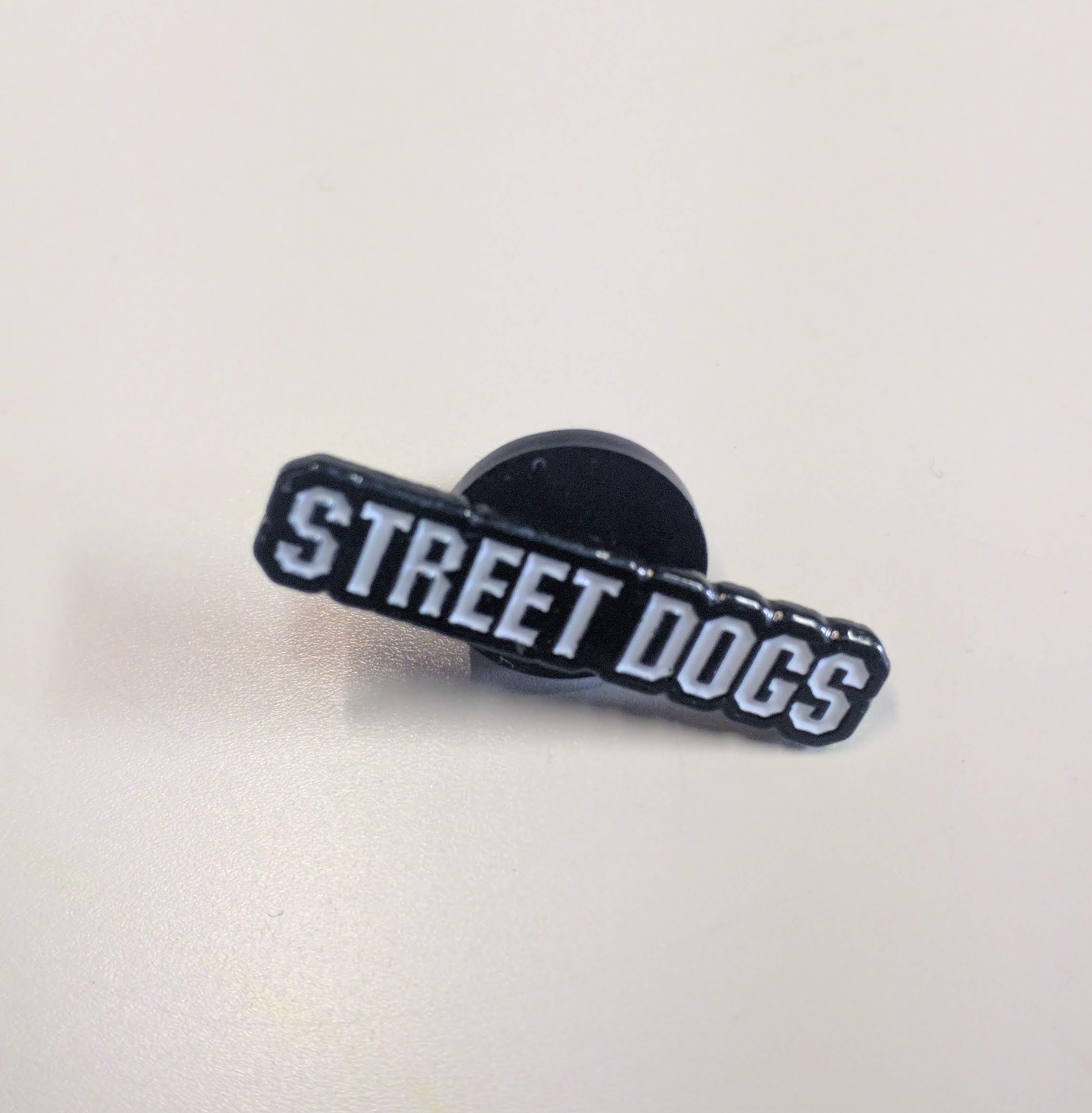 Street Dogs lettering - Metal-Pin