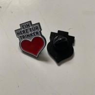 """Metall-Pin - Gewohnheitstrinker  - """"Ein Herz Für Trinker"""""""